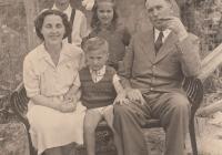 Dr. Horváth Imre járási tisztiorvos a családjával Letenyén, 1940-es évek