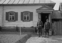 A 10. egészségügyi oszlop két katonája Sztaskiban, 1943 áprilisában (Dr. Horváth Imre felvétele)