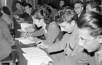 """2020: """"Összeforrni a dolgozó néppel"""" – A felsőoktatás helyzetének elemzése 1952-ből"""